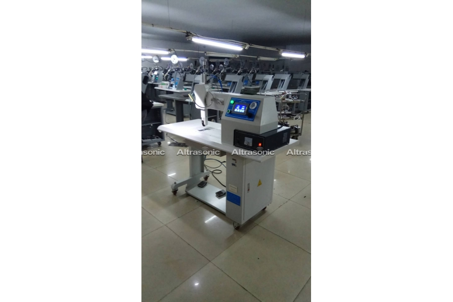 Ultrasonic Semi-Automatic Nonwoven Bag Making Machine